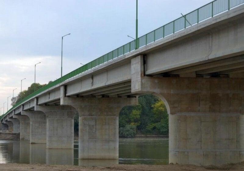 Villámcsapás által megsemmisített hidat pótolnak a Maroson