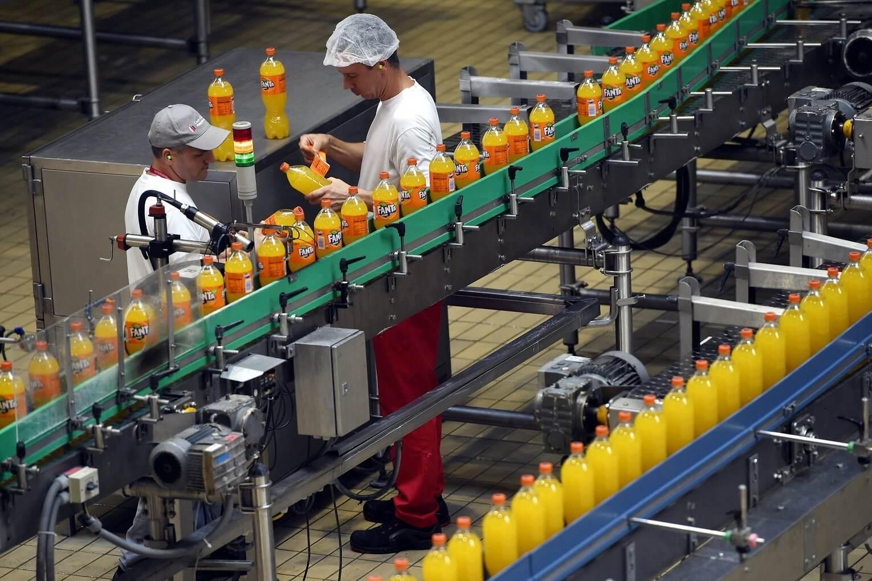 Öt futballpálya méretű raktárat adott át a Coca-Cola
