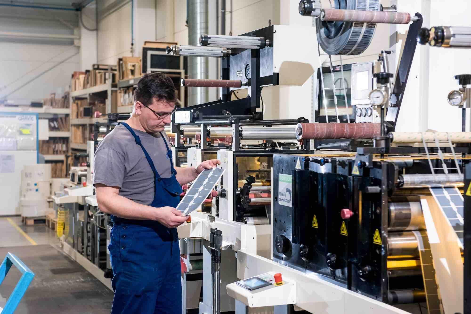 Új csarnokot hozott a növekedés a debreceni nyomdaipari cégnek