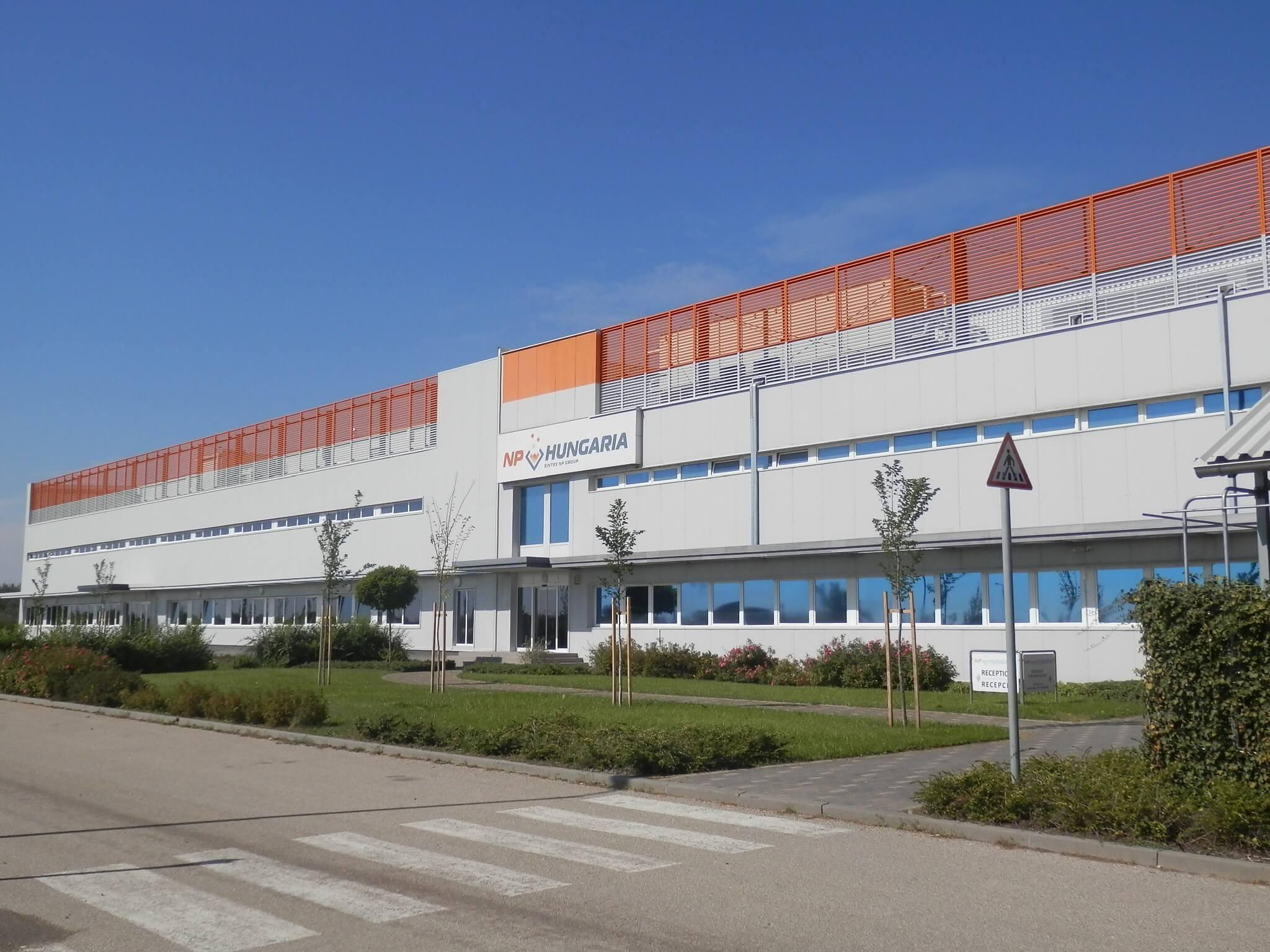 Automatizált gyártócsarnokot adtak át Kunszentmártonon