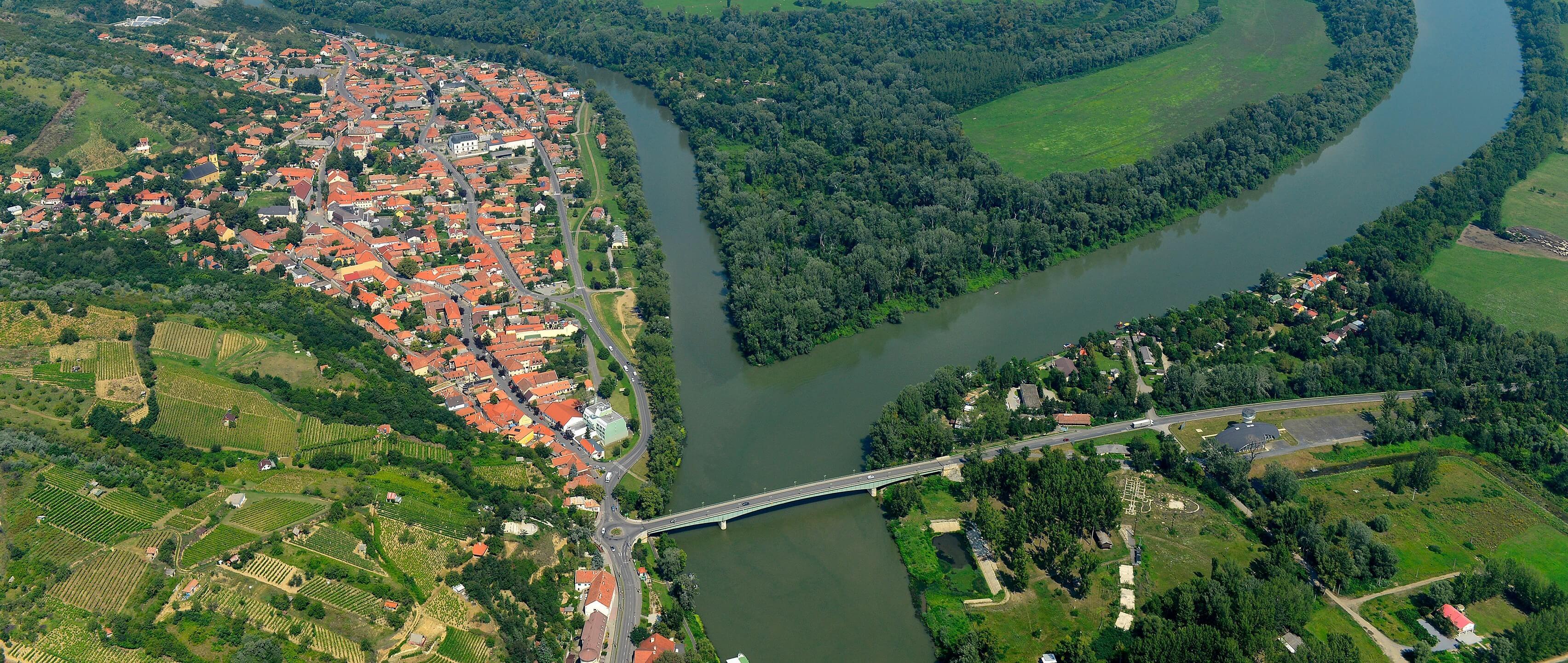 Megújul és kerékpársávval bővül a tokaji Tisza-híd