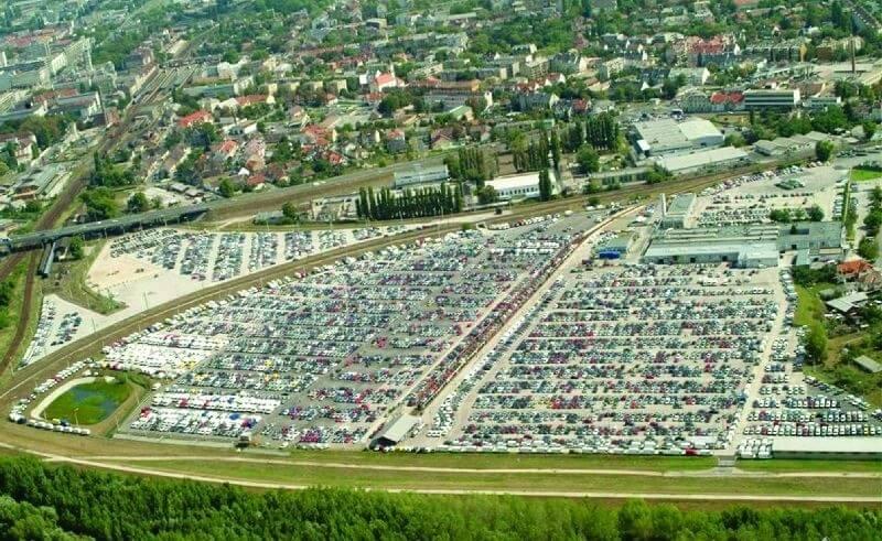Ezerötszáz járművet befogadó új raktár szolgálja ki Győr autóiparát