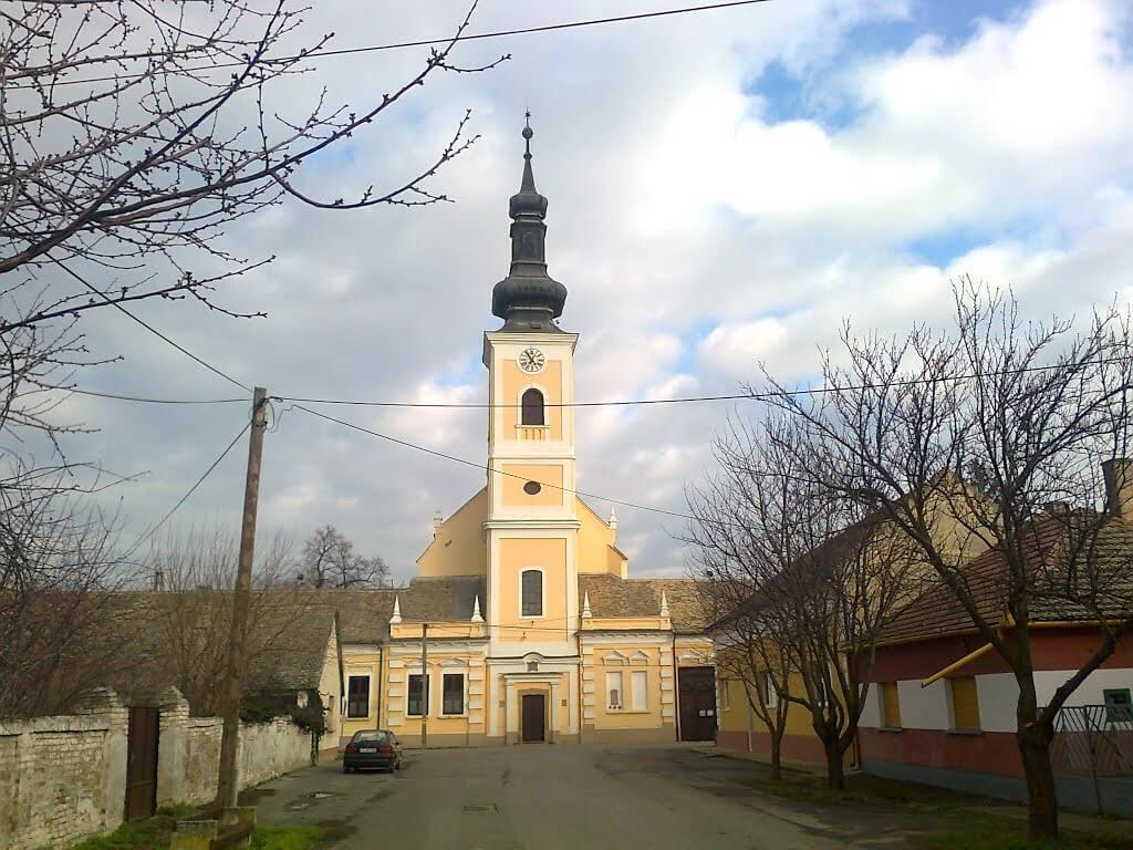 Több száz év történelmét mesélik Tolna megye megújuló templomai