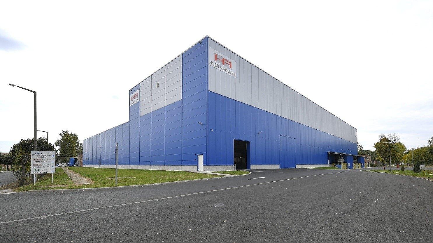 Új gyártócsarnokkal lép előre a 65 éves magyar cégcsoport