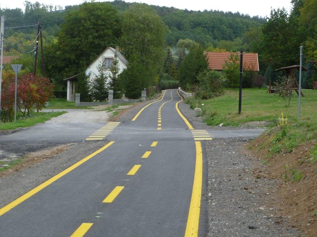 Veszélyes útszakaszt vált ki az új Foktő-Kalocsa kerékpárút