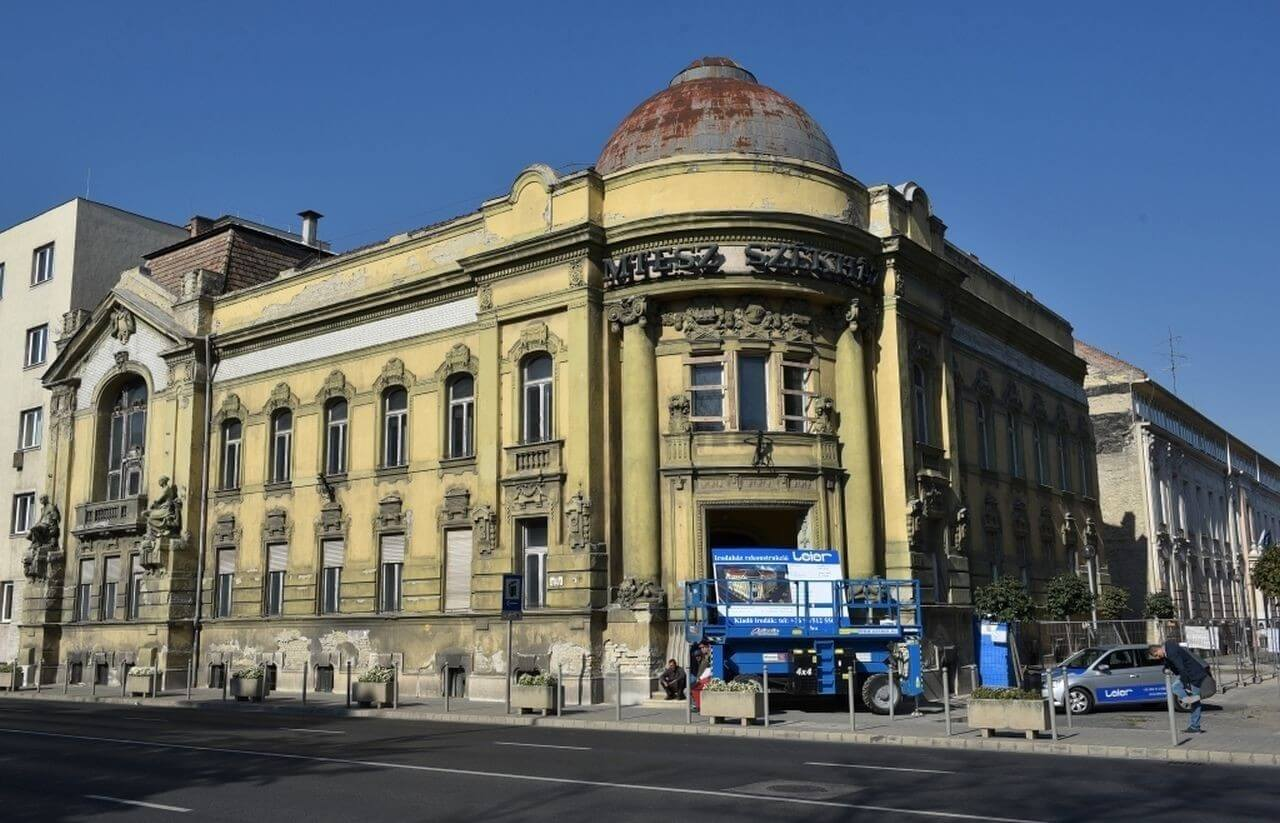 Patinás győri palotát varázsol újjá az építőipari gyártó