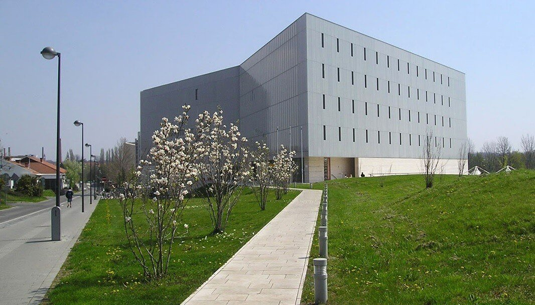 Közel hatezer négyzetméteres tudásközpontot épít Szekszárd a laktanya helyére