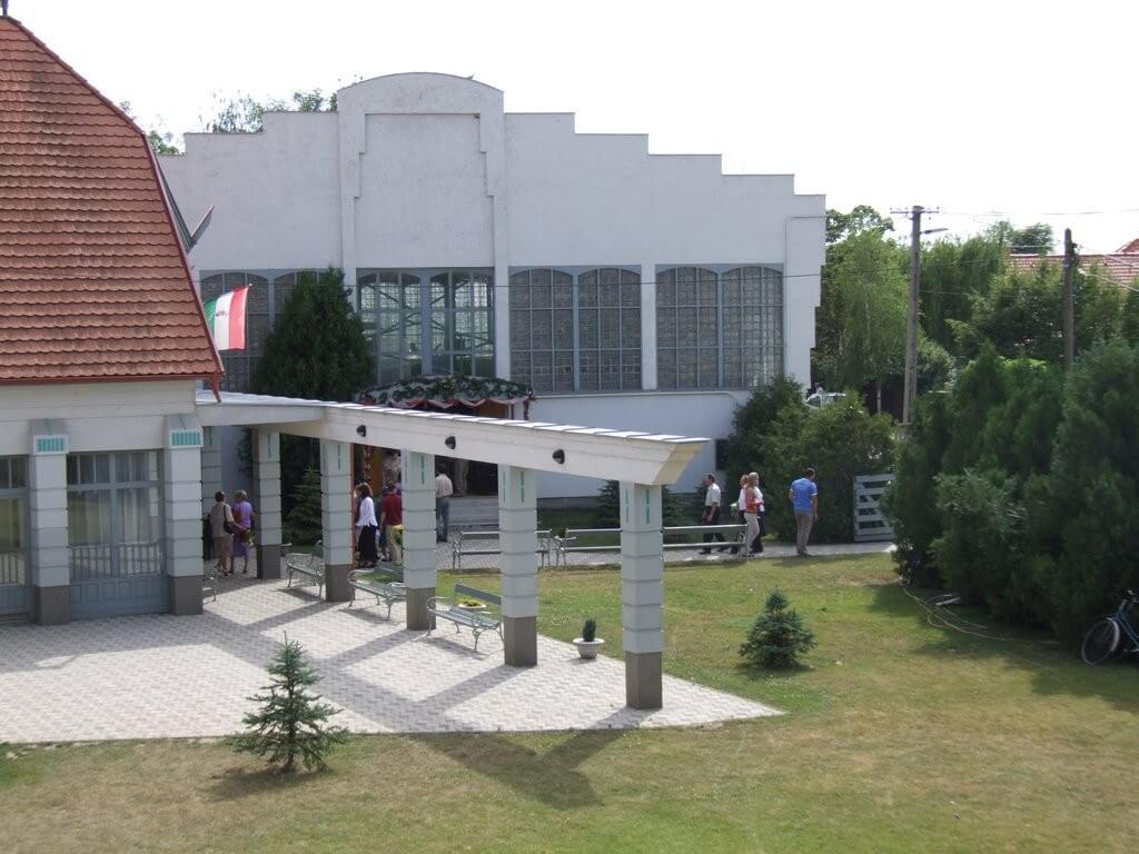 Iskolaváros építésébe kezd Újhartyán