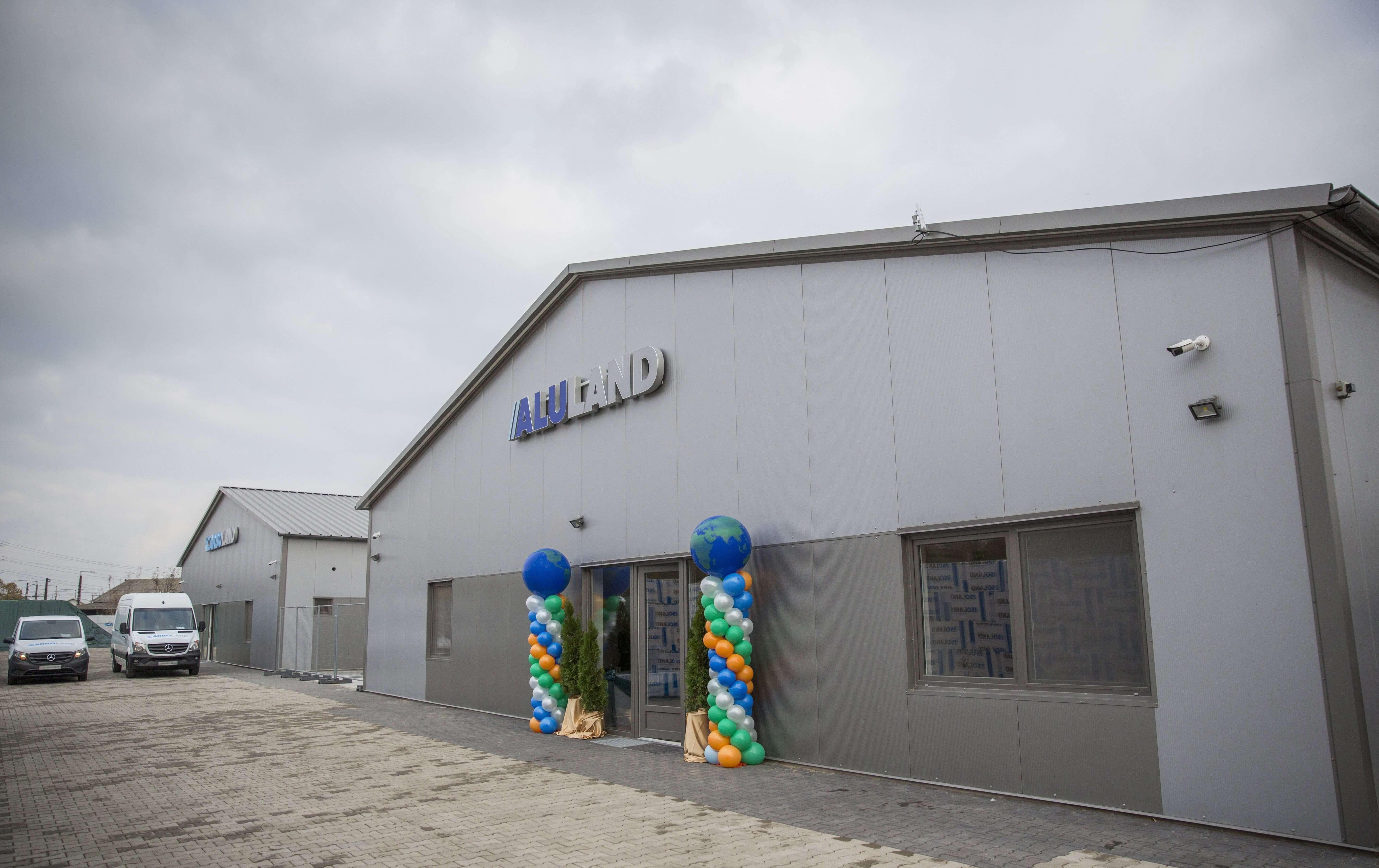 Építőipari vállalat új üzemét adták át Szegeden