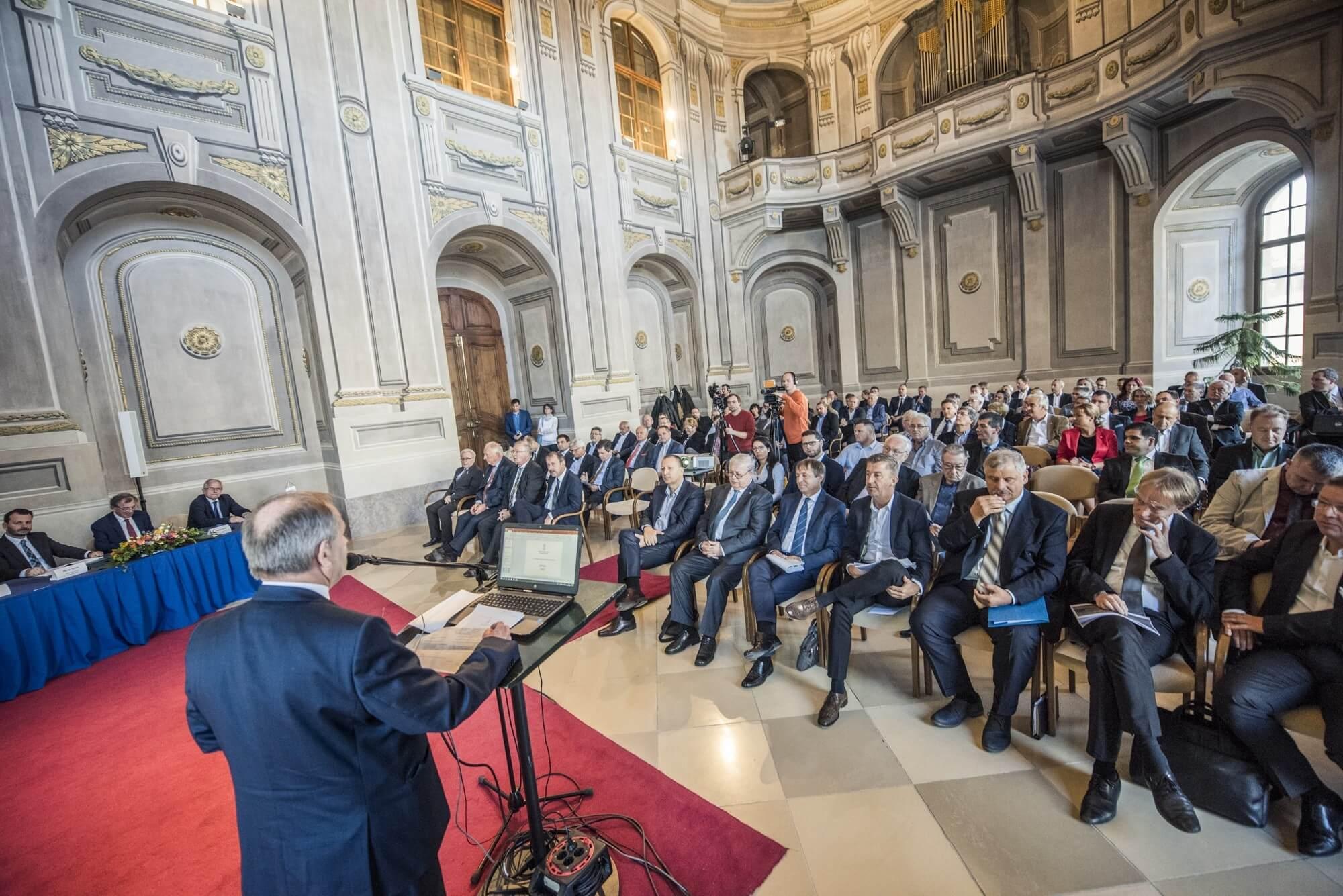 Csúcstalálkozót hirdetett a kormány az építőipar főszereplőinek