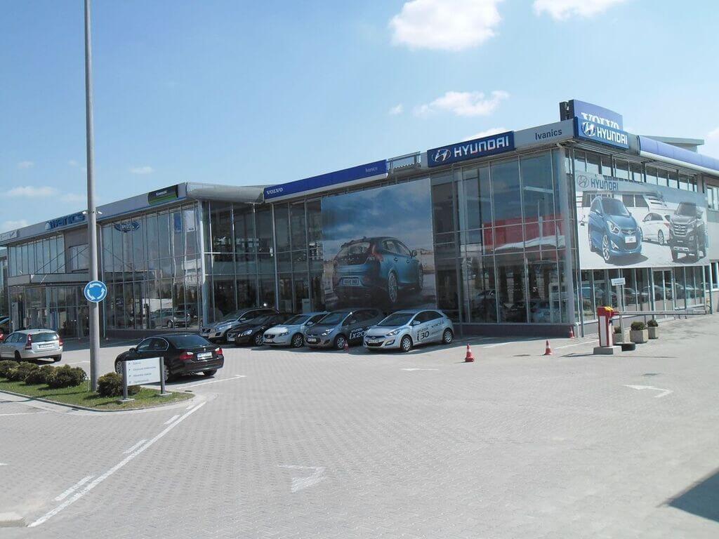 Modern autószalont alakított ki Budafokon az Ivanics