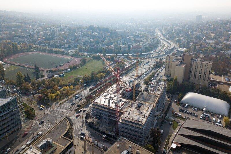 Már a hatodik szintnél jár a budai óriásirodaház építkezése
