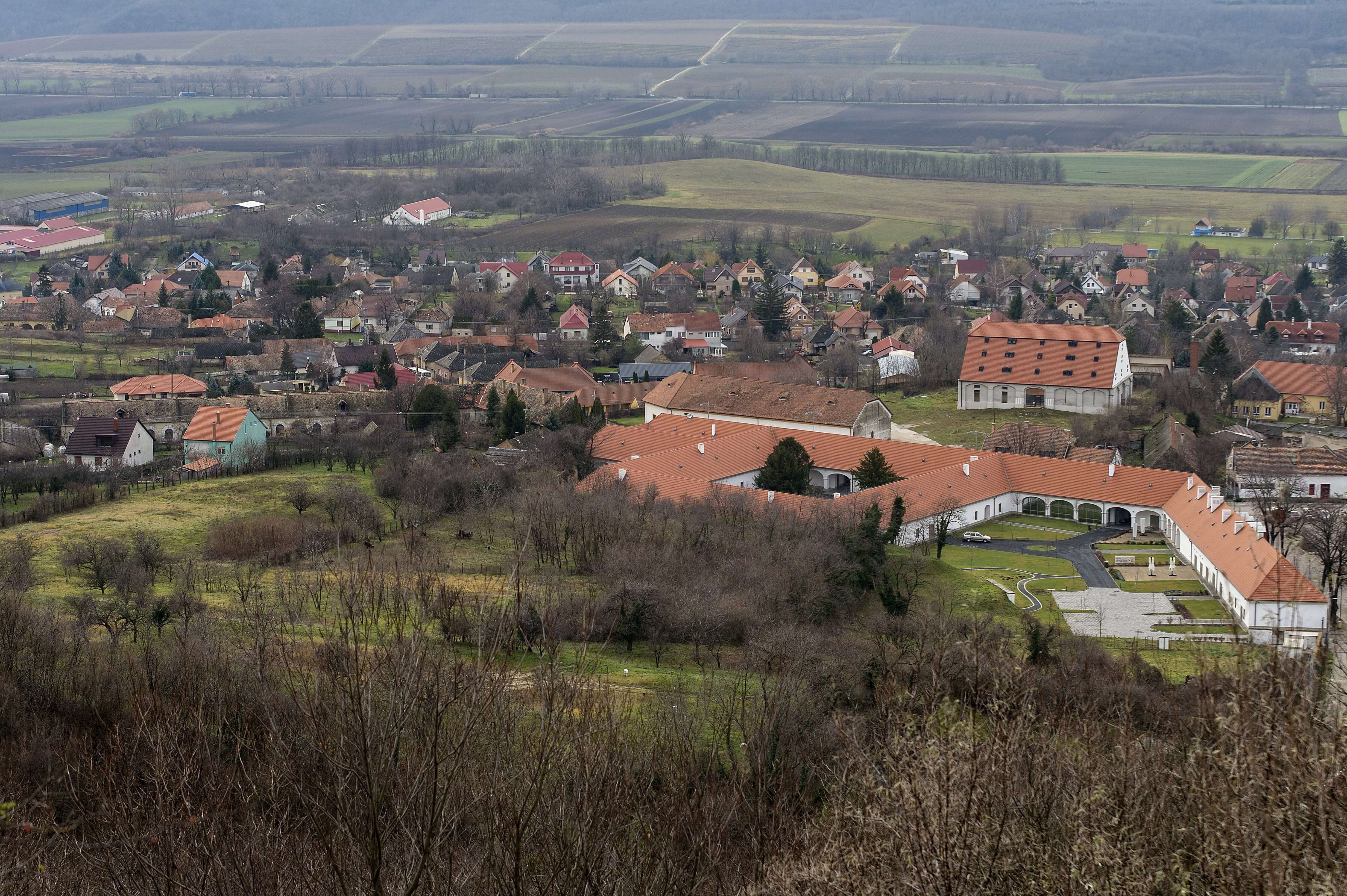 350 éves majorságból lesz zöld hotel Pannonhalmán