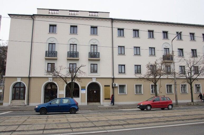 Szellemhotelből építettek szolgáltató házat Debrecenben