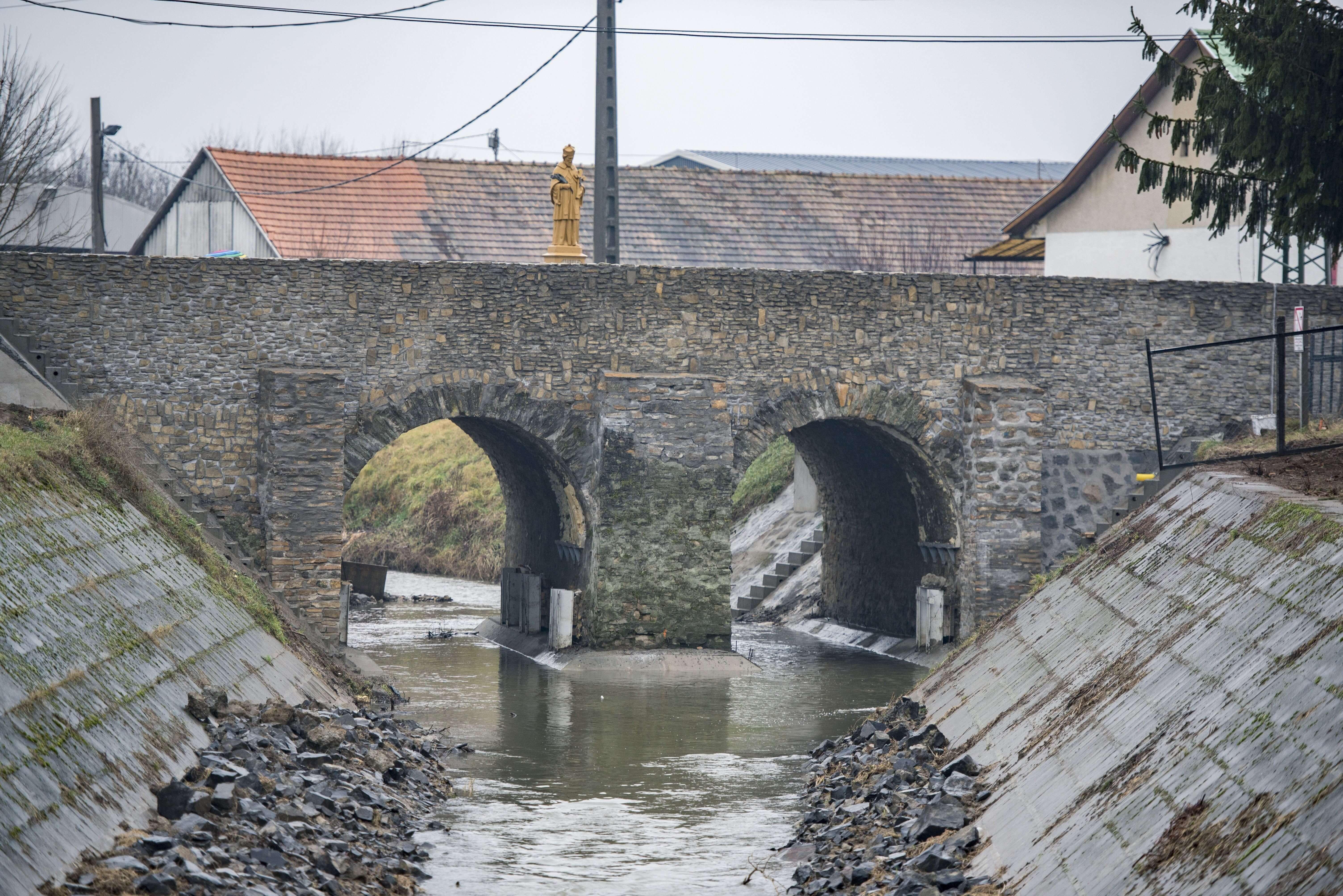 Átadták Bonyhád több száz éves felújított hídját