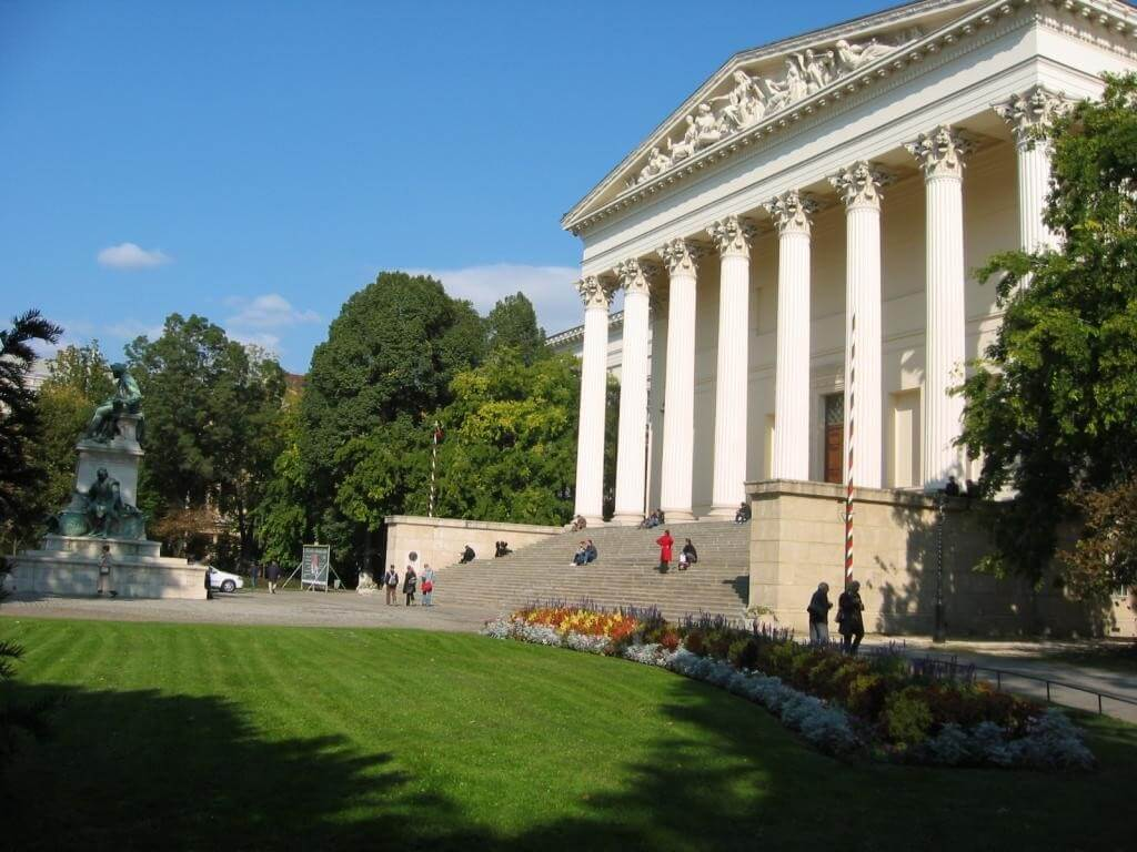 Történetileg hiteles módon rekonstruálják a Nemzeti Múzeum kertjét