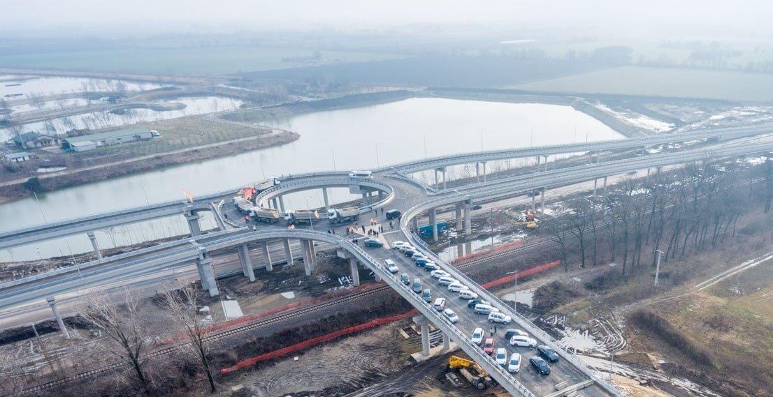 Nem csupán az útépítést alapozza bányatavaira a Délút