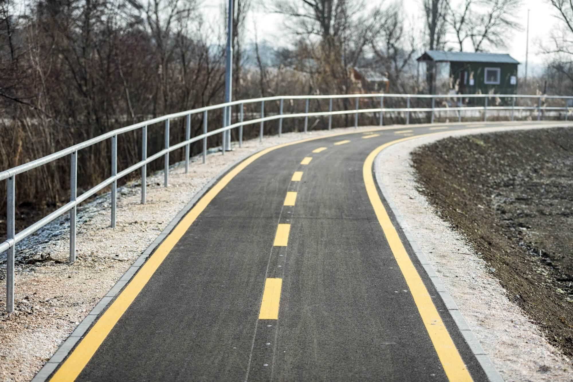 Kerékpárúttal és útfelújítással javítja a Duna elérhetőségét Szekszárd