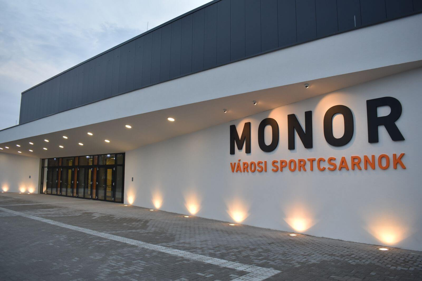 Új sportcsarnokot kapott Monor