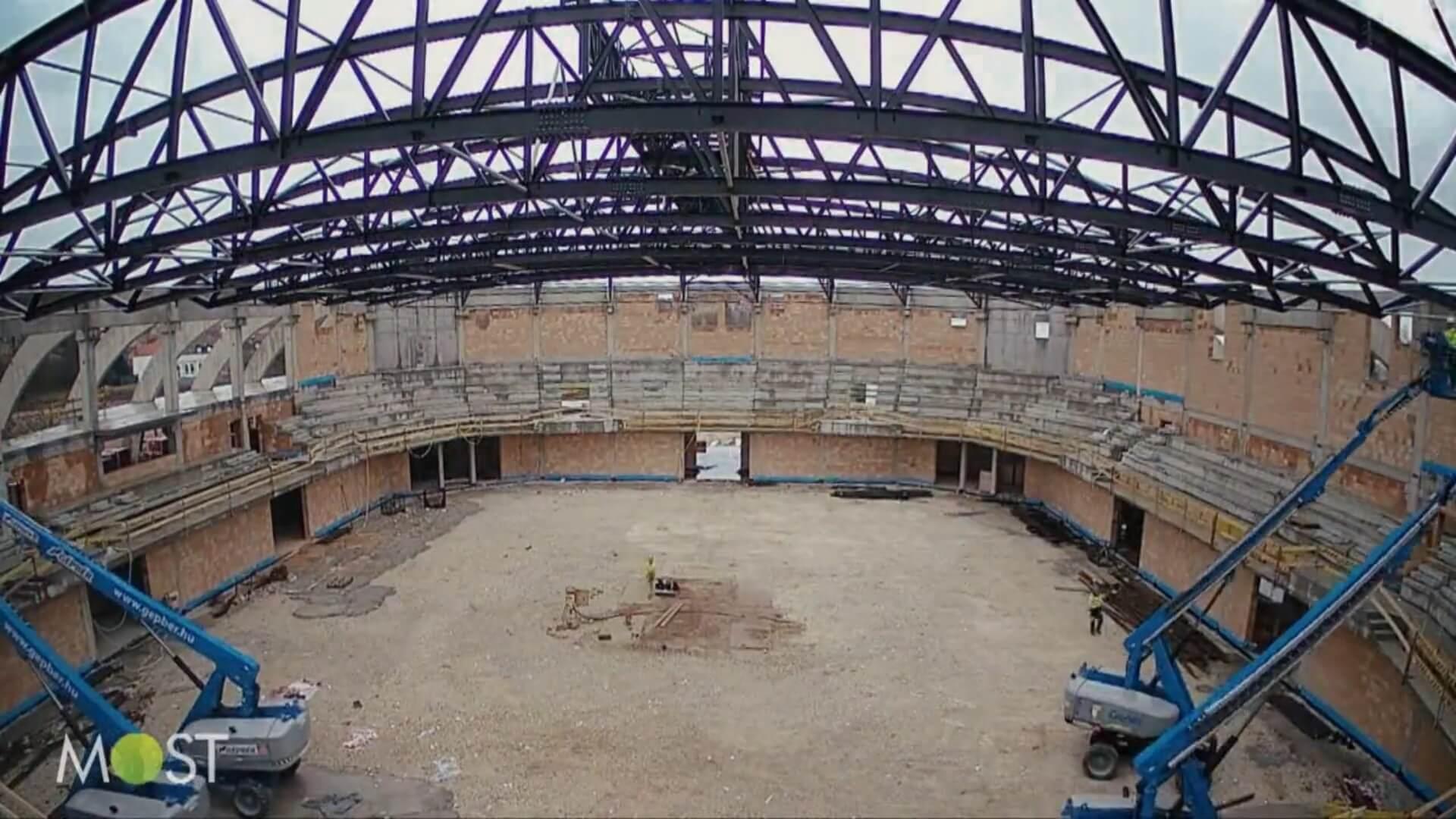 Már a bokrétaünnepségnél tart Kaposvár új sportcsarnoka