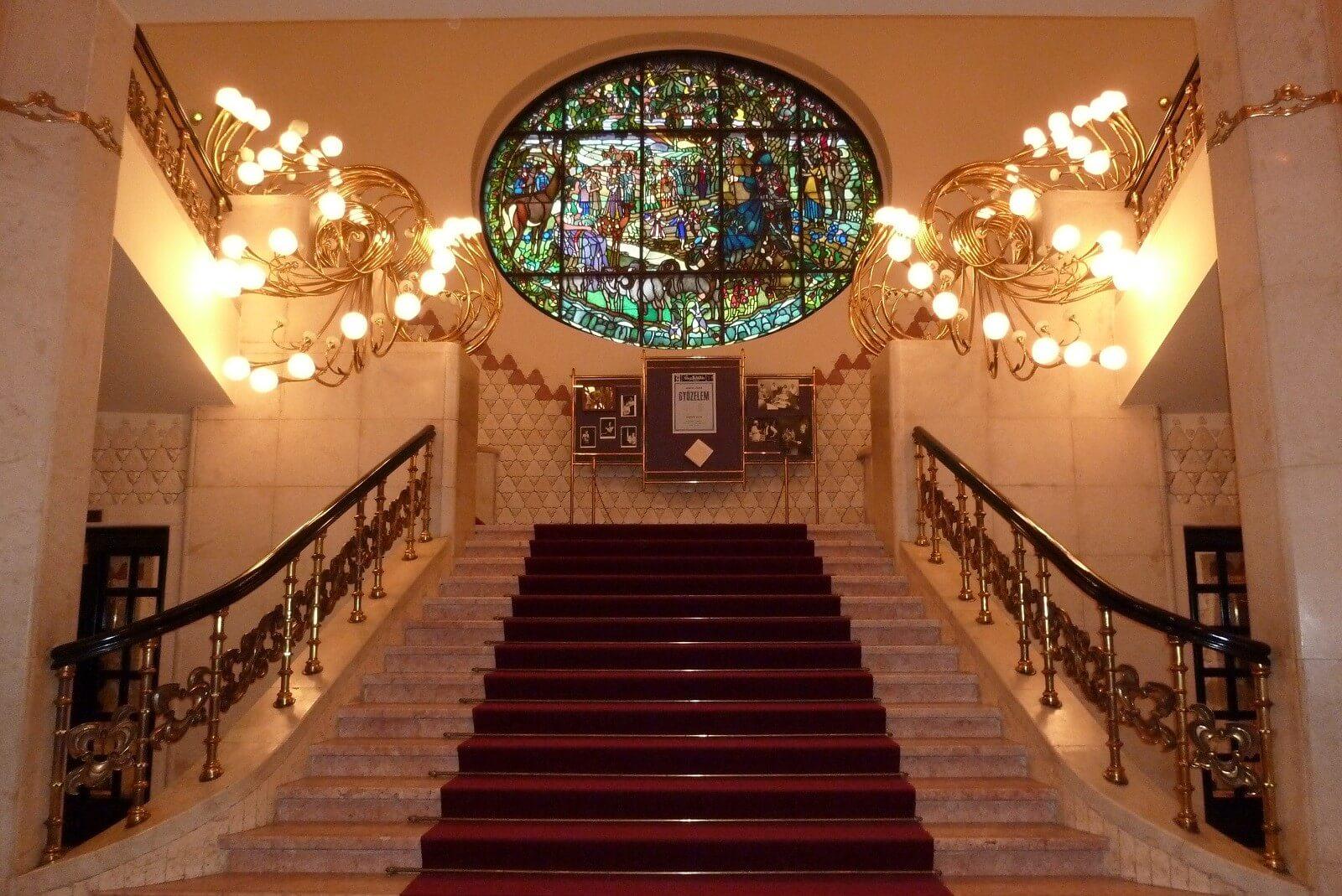 Harminc év után kívül-belül megújul a Veszprémi Színház