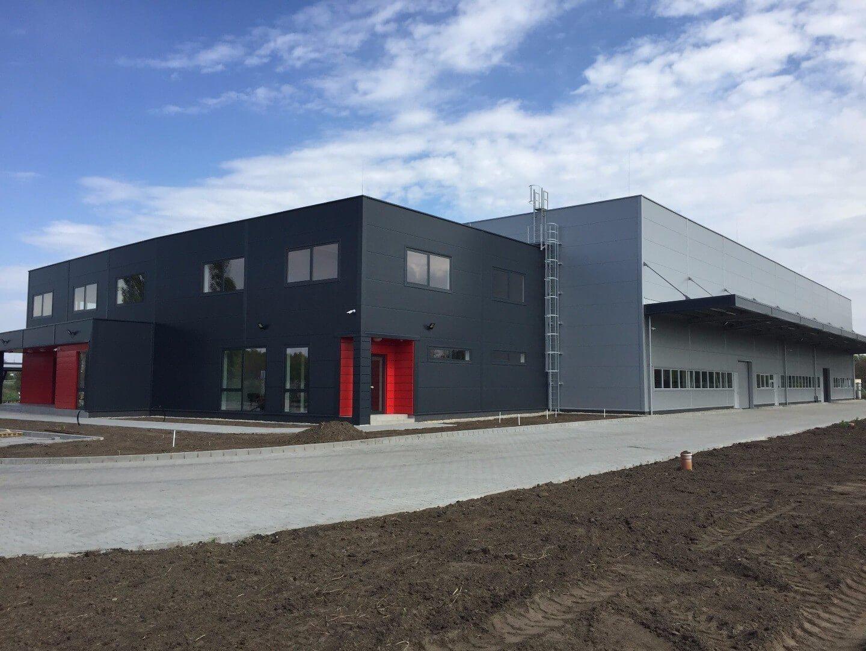 Újabb autóipari fejlesztés: svéd cég épített gyártócsarnokot Nagyvázsonyban