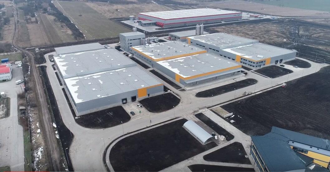 Magyar építőipari gyártó új műanyagüzemét adta át a Market Miskolc mellett
