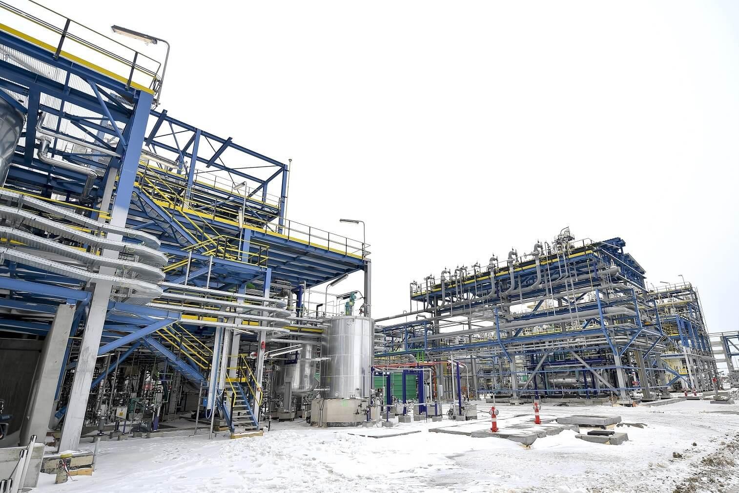 Évi ötvenmillió gumiabroncshoz gyárt alapanyagot Tiszaújváros új üzeme