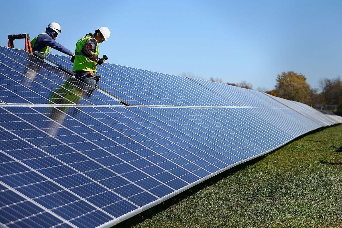 Három új napelemparkot épít a MOL