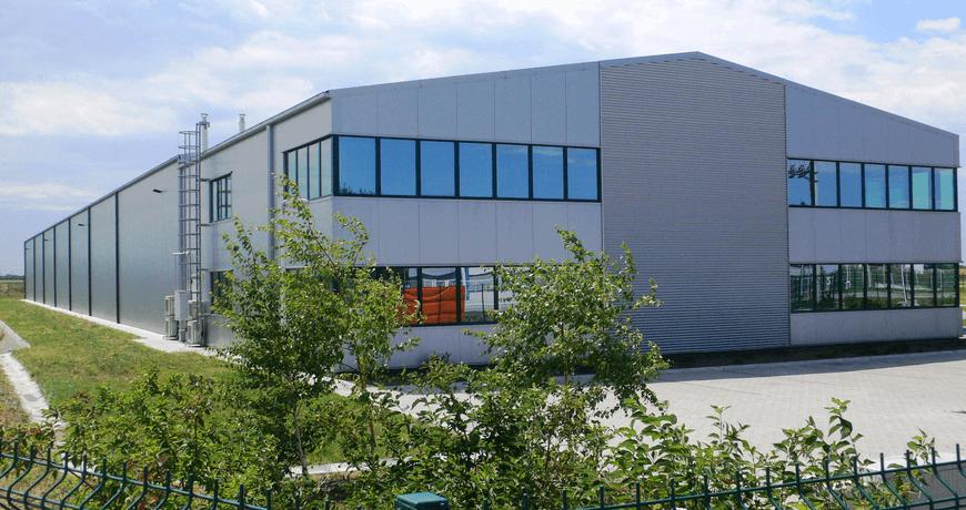 Magyar családi vállalkozás új járműipari üzemén kezdődik meg a munka