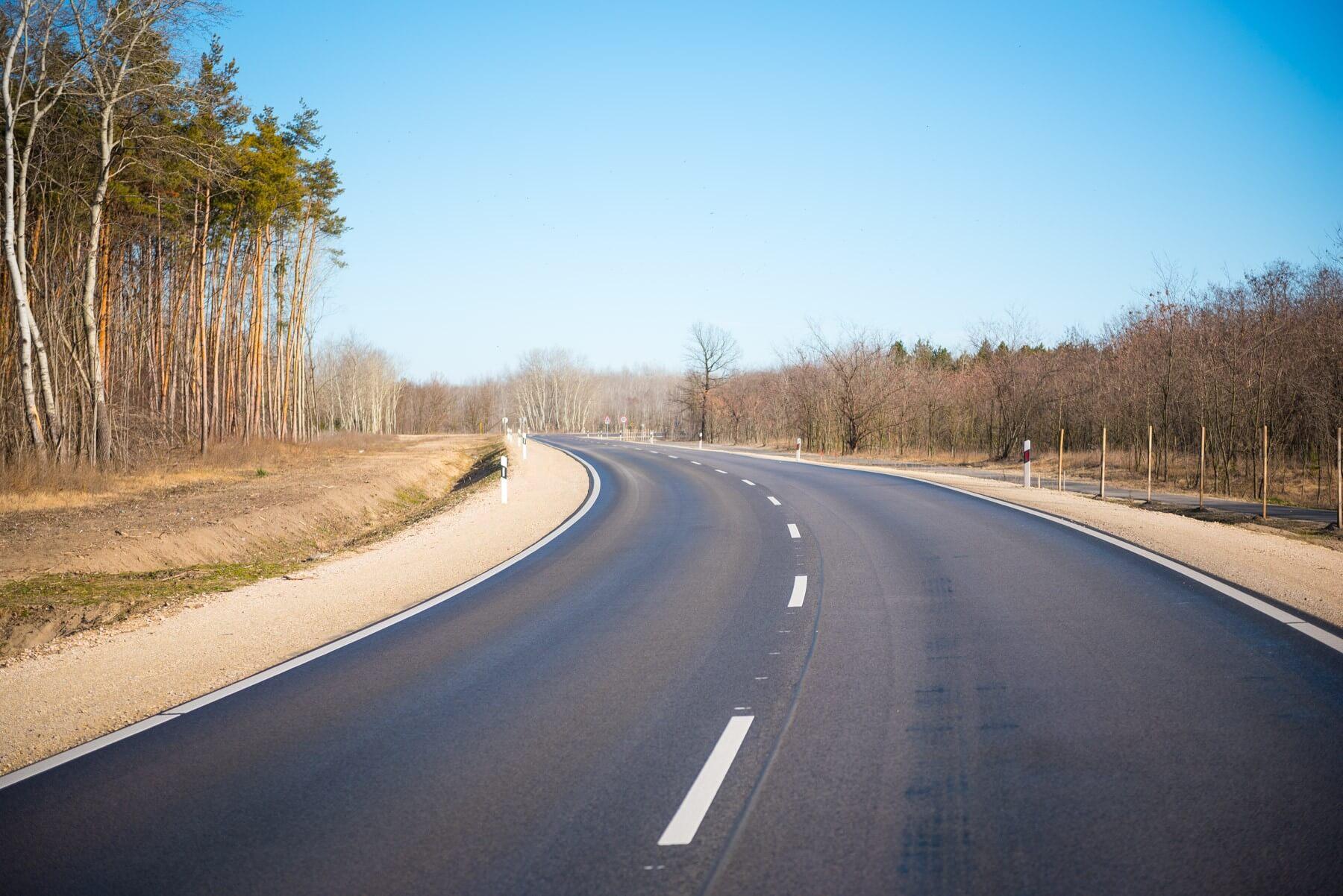 Három helyszínen is elkezdődött Békés megye útjainak felújítása