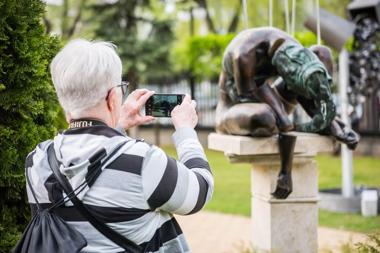 Megynyílt a Tavaszi Tárlat a Stefánia-szoborkertben