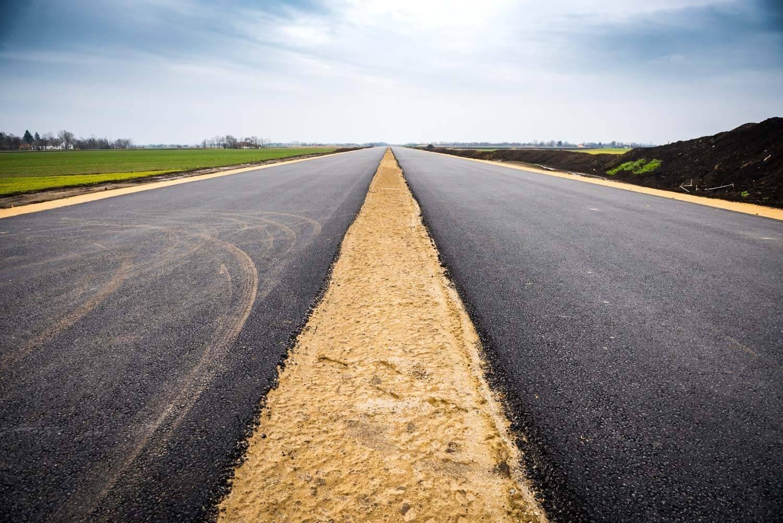 80 kilométernyi utat újítanak fel két dél-magyarországi megyében