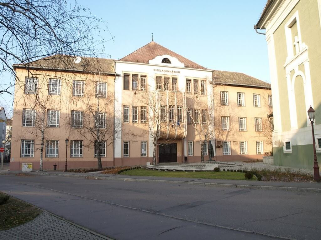 Négy oktatási intézmény felújítása indul rövidesen Baján