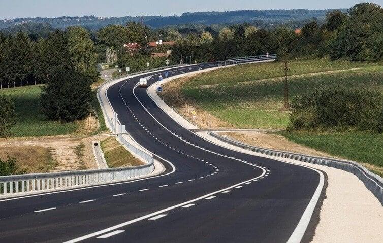 70 kilométernyi szakaszon újul meg a 23-as és a 25-ös főút