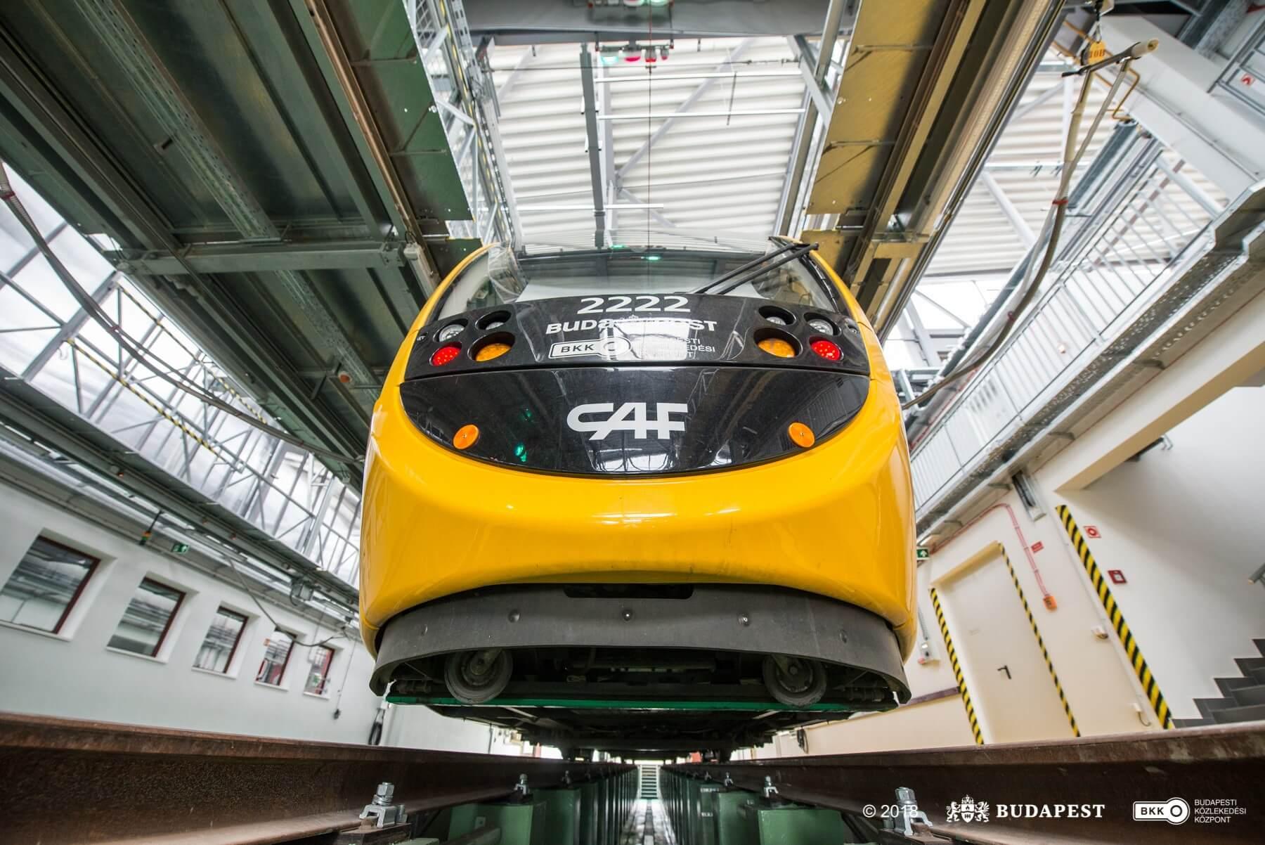 Már használják a villamosok a modernizált Budafok kocsiszínt