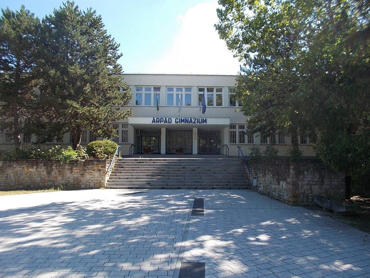 Tatabányai gimnáziumot bővít új emelettel a Laterex