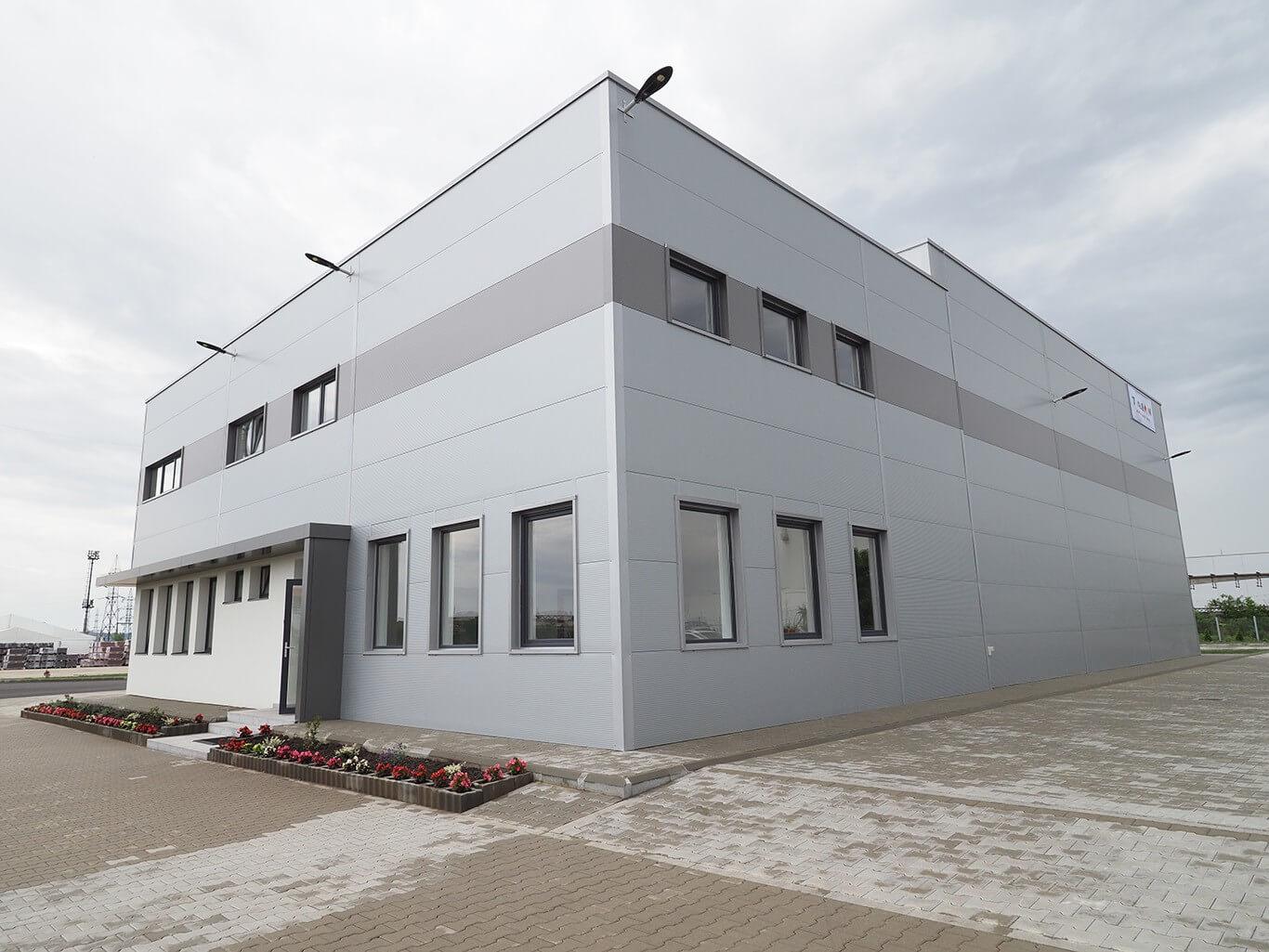 Átadták a magyar tetőcserépgyártó erdélyi üzemét