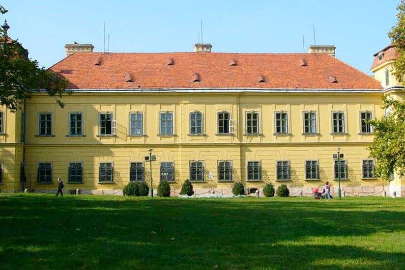 Így szépül meg a tatai Esterházy-kastély