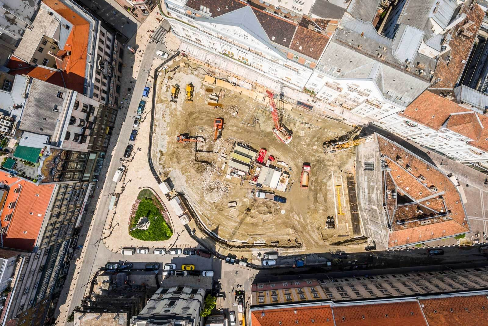 Biztos alapokat teremt a Szervita Square Building számára a HBM