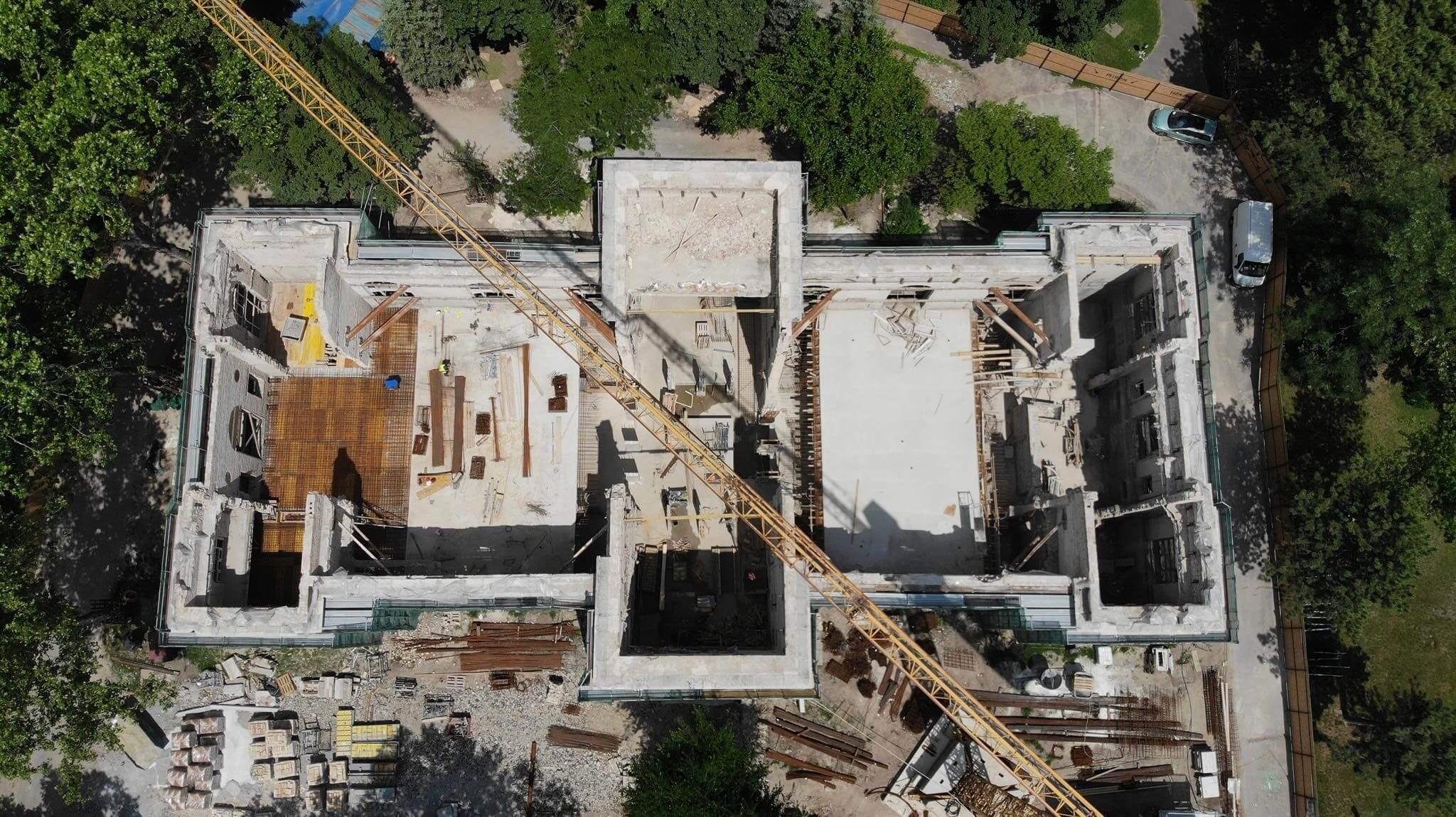 Monumentális munka a legapróbb részletekig: így újul meg a régi Olof Palme-ház