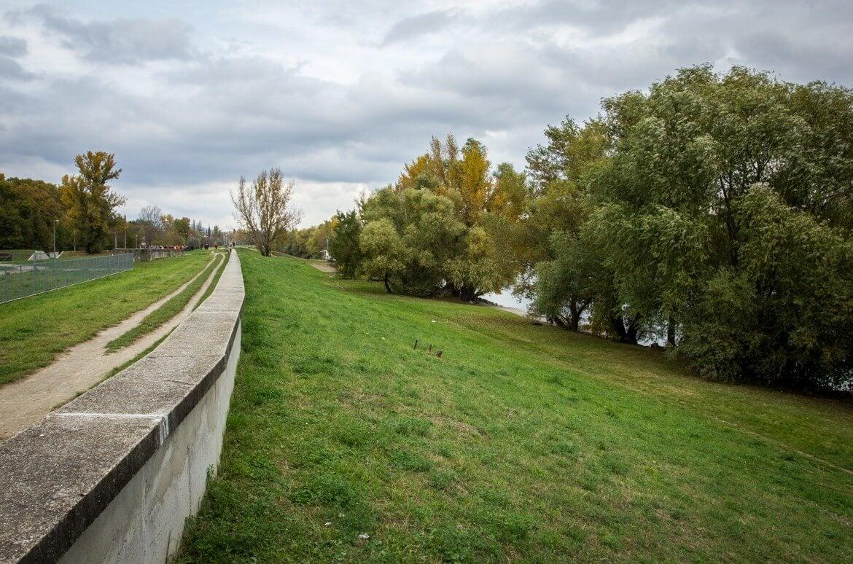 A Swietelsky erősíti meg a pünkösdfürdői árvízvédelmet