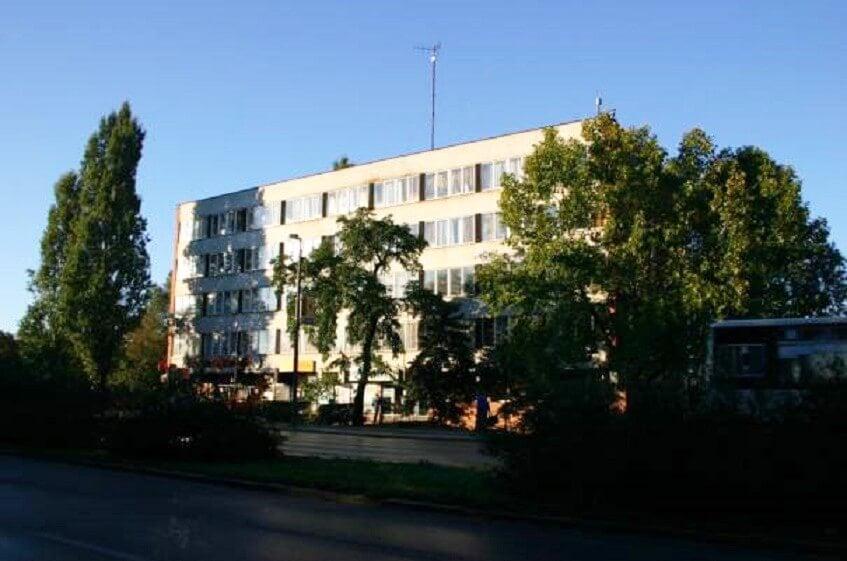 Szocreál MÁV-szállóból épít modern kollégiumot Tatabánya