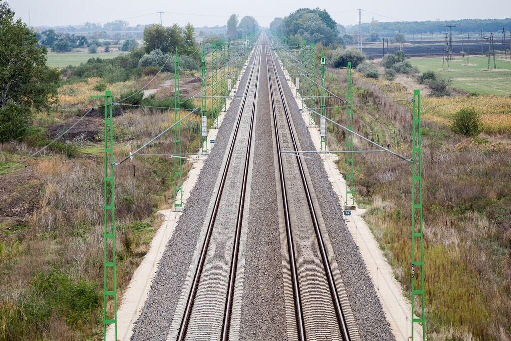 Nagyot lépett előre az ország egyik legforgalmasabb vasútvonala