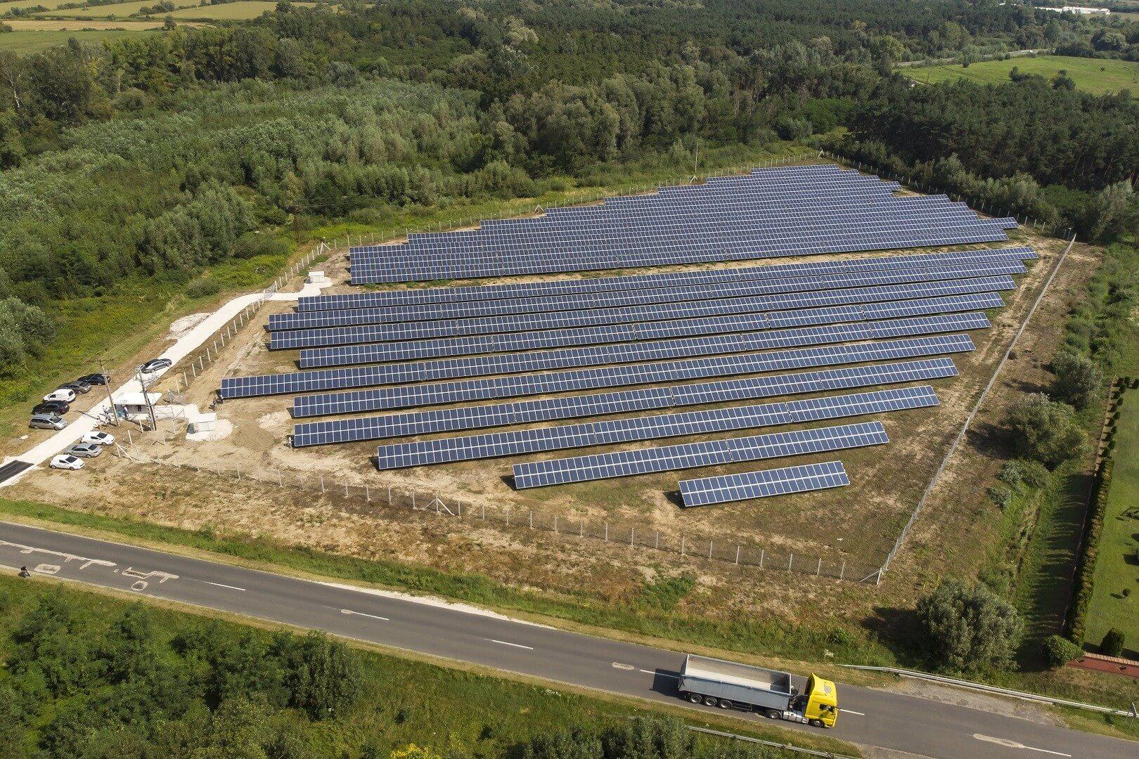 Ötszáz háztartás éves energiaigényét fedezi az új nagykanizsai napelempark