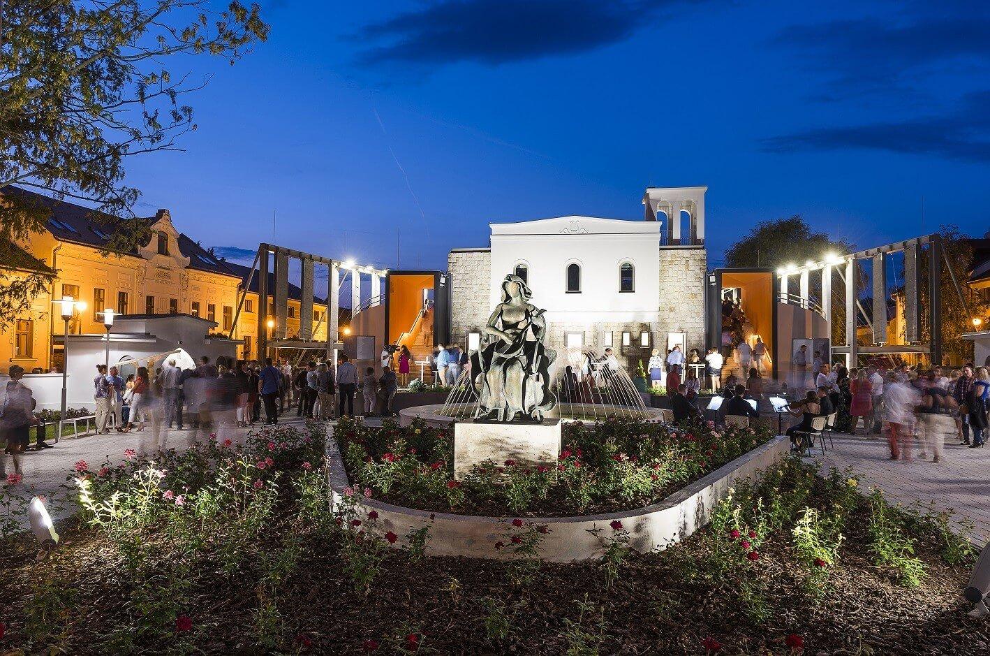Új fényben tündököl Nyíregyháza szabadtéri színpada