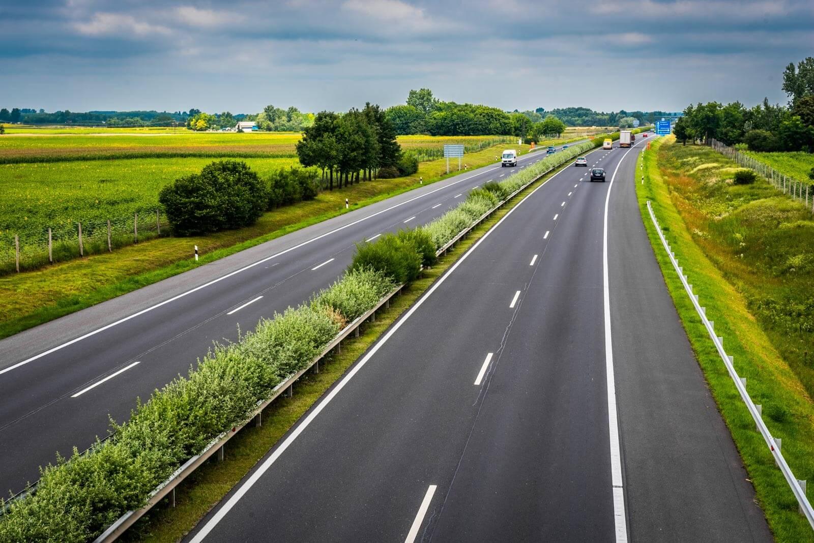 A régi utat újrahasznosítva épül át az M7-es 20 kilométeres szakasza