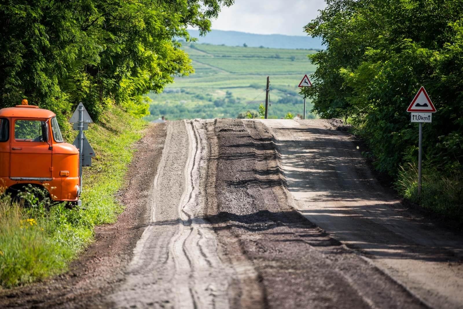 Régi földúthálózat kap burkolatot Fejér megyében a Soltút munkájával