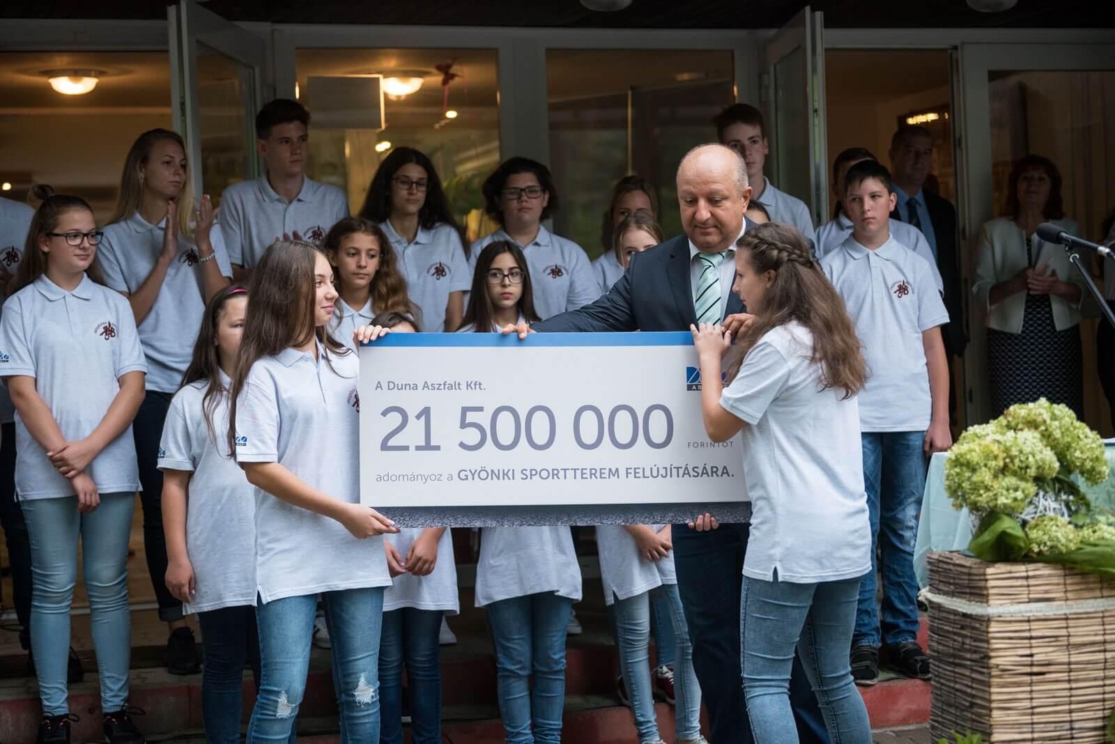 Háromszáz gyereknek kezdődött új tornateremben az év a Duna Aszfalt jóvoltából