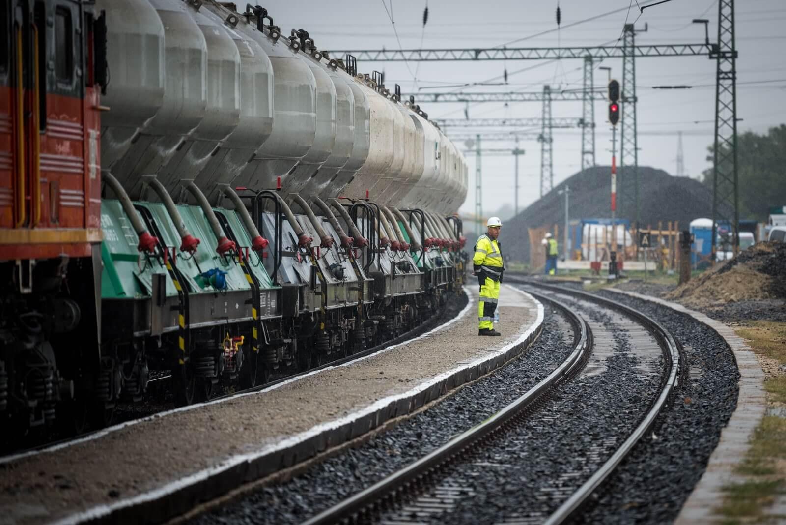 Jövő nyárra befejeződik a vasúti felújítás Százhalombatta és Ercsi között